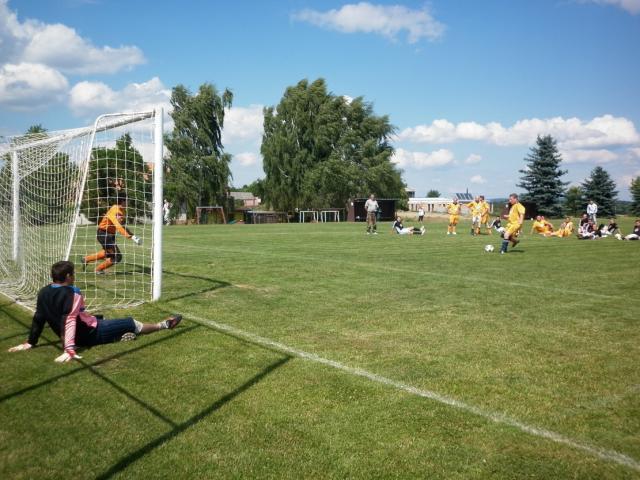 11-fotbal-06-25-vyroci796